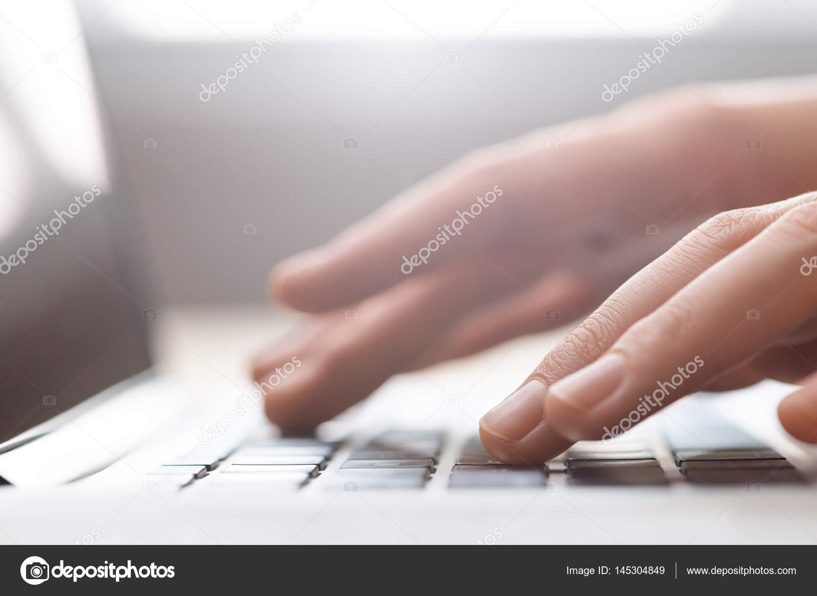 https://fks.immobilien/wp-content/uploads/2020/08/depositphotos_145304849-stock-photo-hands-types-on-keyboard.jpg